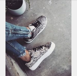 Shoes - 🆕//Fall Favorite Collection// Snake print Sneaker